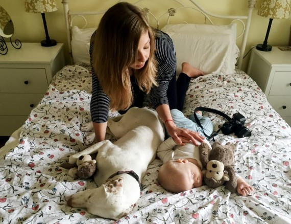 So Elizabeth Spence decided to use the opportunities to take the sweetest pictures of her dog and baby.